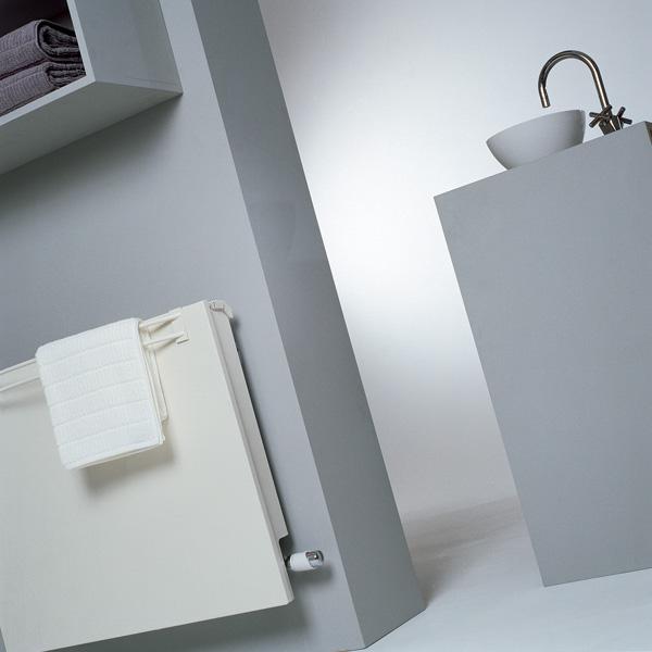 Grzejnik Linea Plus z wieszakiem na ręczniki