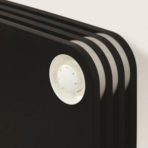 Grzejnik Play - czarny - kod koloru BLA