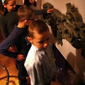 Dzieci oglądają grzejnik Heatwave